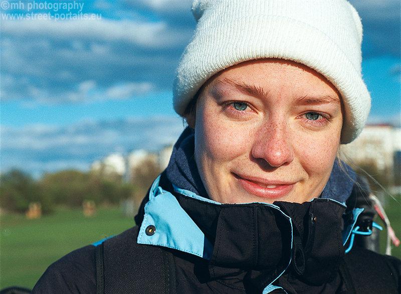 linn kitesurfer - malmö sweeden (cold wind at the ocean)